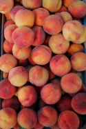 Peaches in the pijaca market.